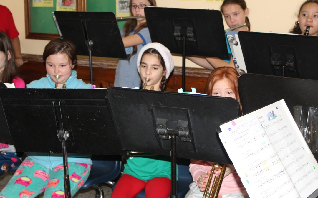 BES 5th Grade Band Students Spread Holiday Cheer